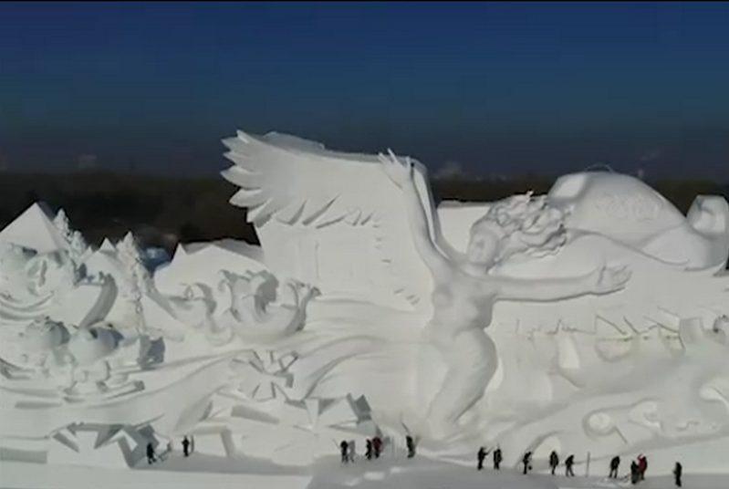 Εντυπωσιακά  γλυπτά από πάγο στην 30η Διεθνή Έκθεση Γλυπτών στην Κίνα